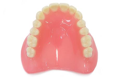 生体用シリコーンを使用した入れ歯治療